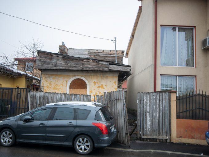 Teren 135 mp cu casa batraneasca zona Delfinului / Ostrov / Fundeni